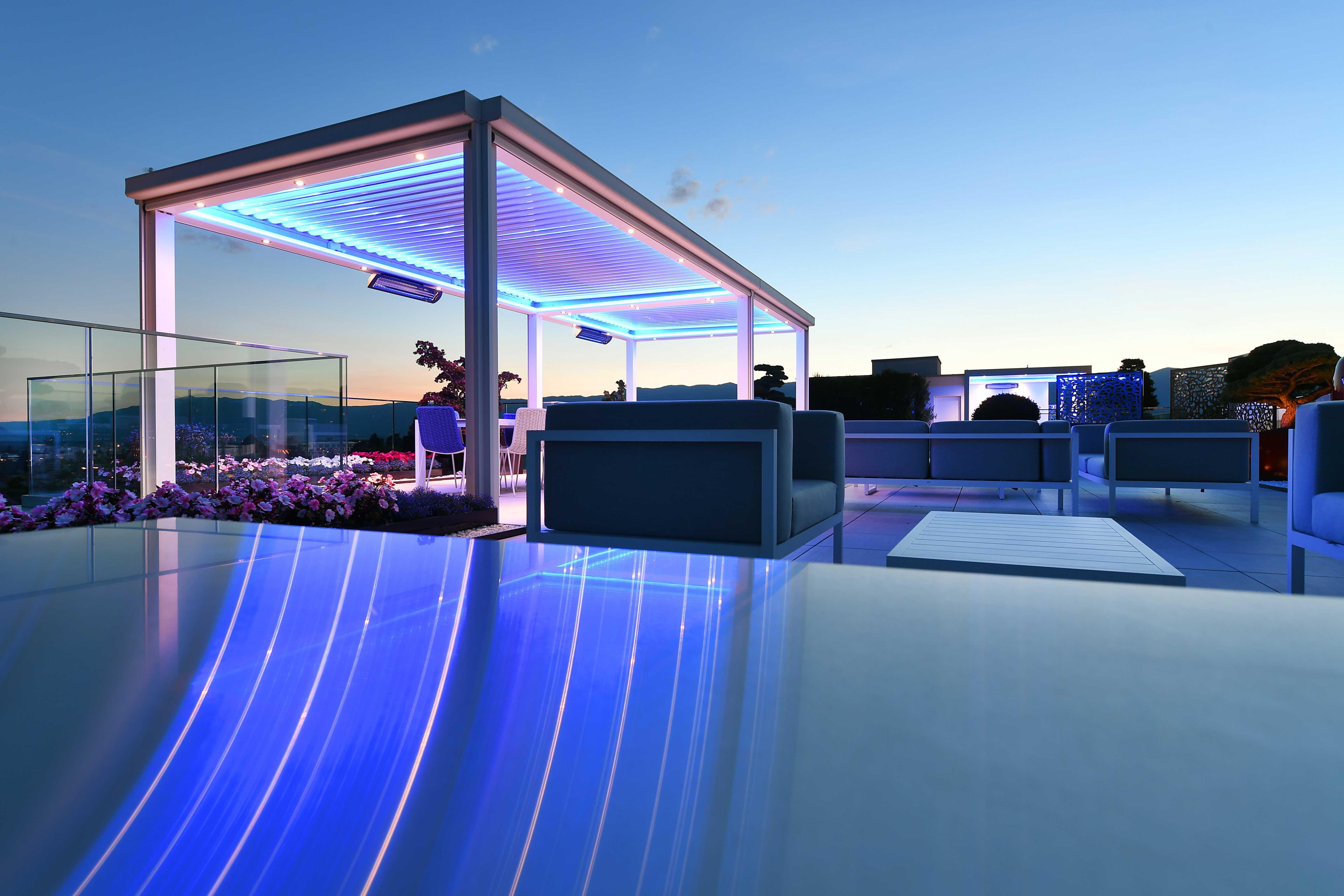 Design ext rieur d 39 un somptueux attique sur le toit de for Amenagement jardin 400m2